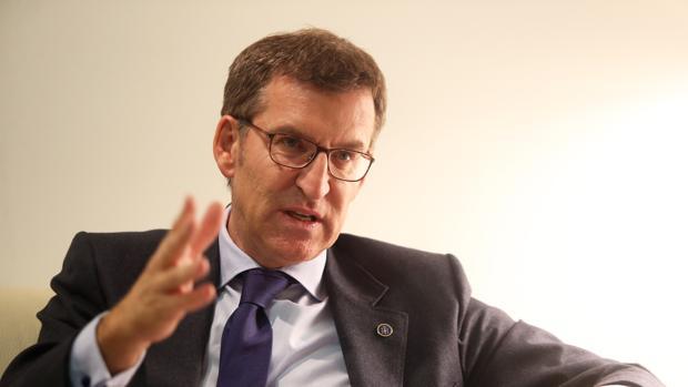 El presidente de la Xunta, Alberto Núñez Feijóo, durante su conversación con ABC