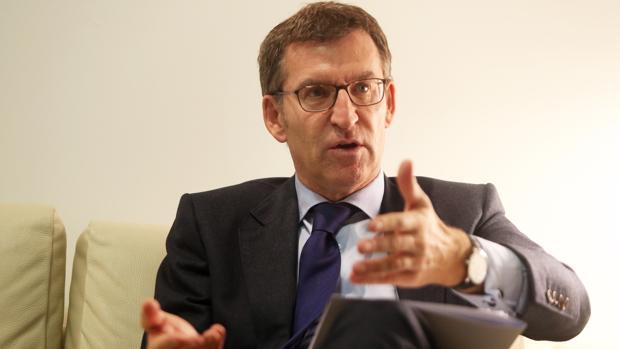 El presidente de la Xunta de Galicia, Alberto Núñez Feijóo, durante la entrevista con ABC