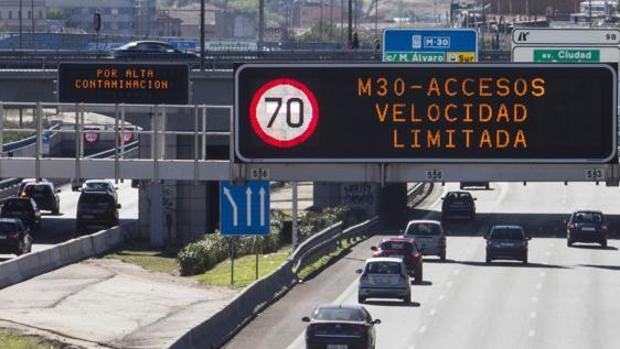 Velocidad limitada a 70 kilómetros por hora en la M-30 por alta contaminación
