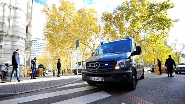 Un furgón policial sale de la sede Audiencia Nacional