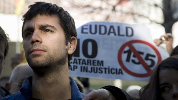 El alcalde de Argentona, Eudald Calvo, de la CUP, ante la Ciutat de la Justicia de Barcelona,