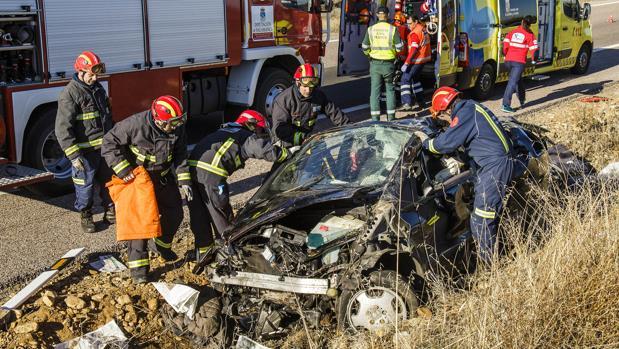 El conductor de un turismo ha resultado herido a primera hora de la mañana tras colisionar con un camión en la A-62 en Burgos