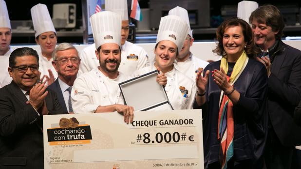 Marco Acquaroli recibe el premio De manos de García Cirac
