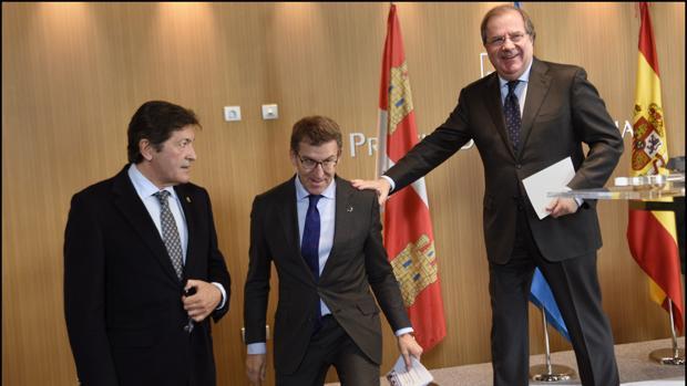 Javier Fernández, Alberto Núñez Feijóo y Herrera, en la reunión mantenida en Oviedo