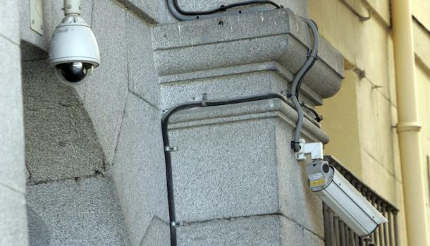 Cámaras de seguridad en una plaza de Madrid