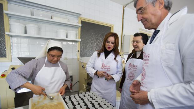 Silvia Clemente y José Luis Rivas, en el obrador convento Santa María de Jesús tras presentar «Dulce Tentación»