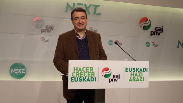 El diputado Aitor Esteban, esta mañana en la sede del PNV