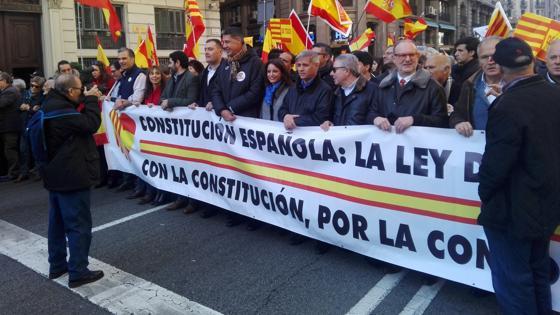 Manifestación en Barcelona por la Constitución, con el líder del PP en Cataluña, Xavier García Albiol, al frente