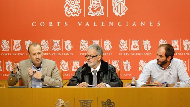 Los diputados Alexis Marí, Domingo Rojo y David de Miguel, en las Cortes Valencianas