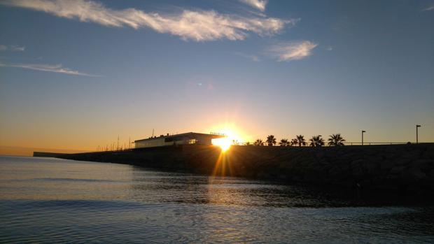 Foto captada al amanecer este jueves en Valencia