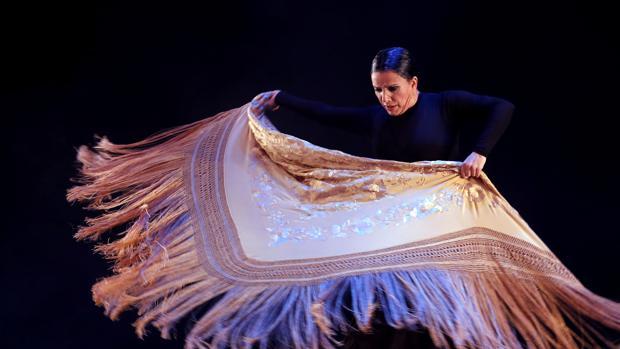 La bailaora en uno de los momentos de «Apariencias» que llega al Auditorio «El Greco»