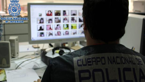 La policía rastrea posibles delitos sexuales a través de redes sociales, en una imagen de archivo