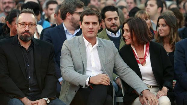 Rivera y Juan Girauta con Losada en el cierre de campaña de las autonómicas 2016