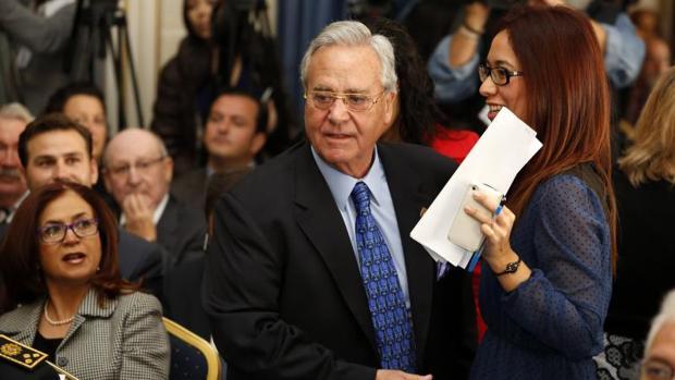 Alperi en un acto público en el Ayuntamiento de Alicante