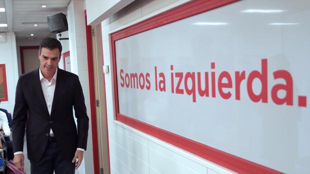 Pedro Sánchez en una rueda de prensa en Ferraz