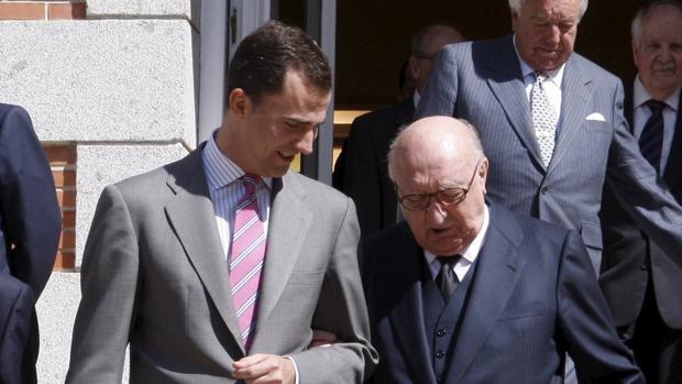 Felipe VI junto a Aurelio Menéndez