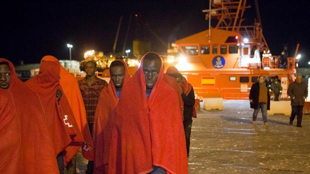 Salvamento Marítimo ha rescatado a cientos de inmigrantes de una muerte segura este año
