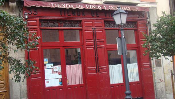 Tienda de Vinos está situada en el número 35 de la calle Augusto Figueroa