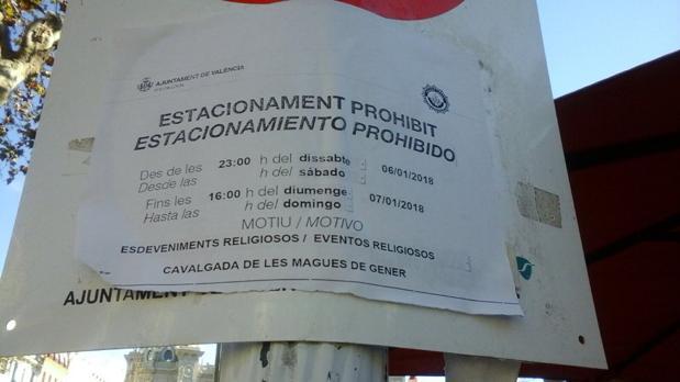 Cartel de los cortes de tráfico en los que se anuncia el «evento religioso» de las Reinas Magas Republicanas