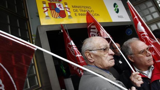 Protesta de jubilados ante el INSS en una foto de archivo