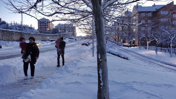 La nieve acumulada en Ávila ha causado diversos problemas en la ciudad
