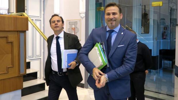 Carlos Castillo y el diputado y alcalde de Busot, Alejandro Morant