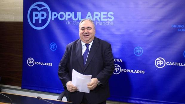 Vicente Tirado, en la rueda de Prensa que ofreció en las Cortes regionales