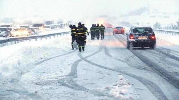 El temporal de nieve que azota a Castilla y León pone en peligro la circulación de los vehículos