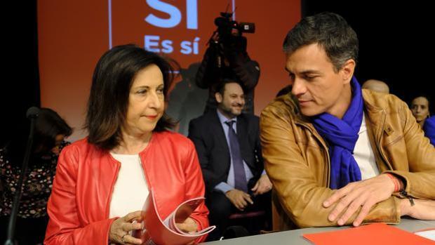 Robles junto a Sánchez, en la presentación de la candidatura de las últimas primarias