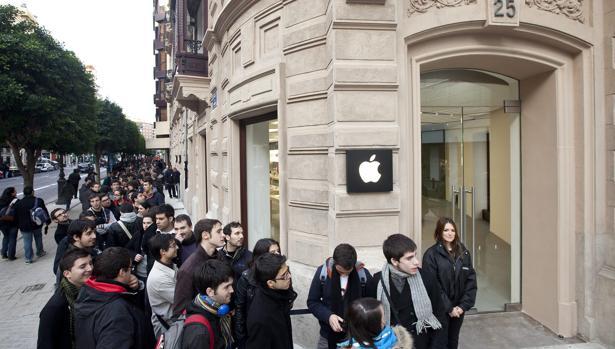 Imagen de la tienda de Apple en el centro de Valencia donde se ha registrado el suceso