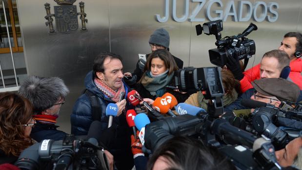 El abogado de la menor, este pasado martes a la salida de los juzgados