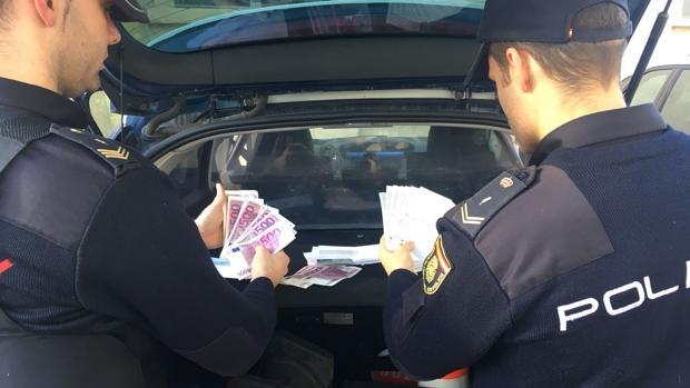 Imagen de los billetes falsificados que la detenida ofrecía a la víctima para cobrar el décimo falso