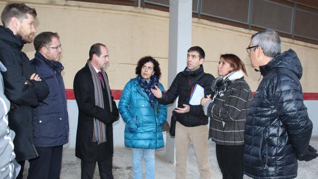 La consejera Agustina García Élez, durante su visita al edificio desalojado