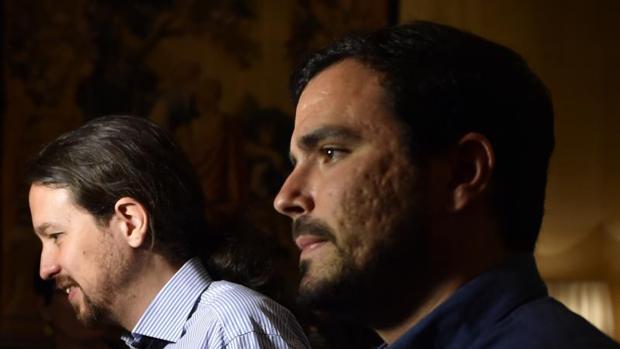 Alberto Garzón y Pablo Iglesias en un acto en julio de 2016