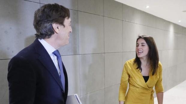 Rafael Hernando (PP) e Irene Montero (Podemos), hoy en el Congreso