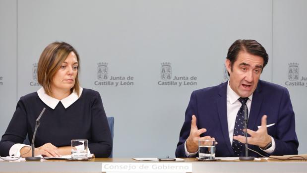 La portavoz de la Junta, Milagros Marcos, y el consejero de Fomento, Juan Carlos Suárez-Quiñones