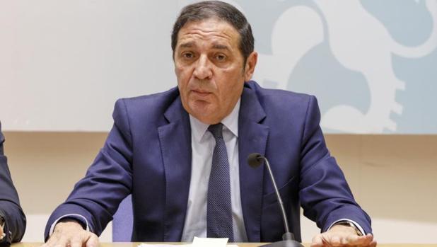 El consejero de Sanidad, Antonio Sáez, presenta los datos de espera quirúrgica en Castilla y León