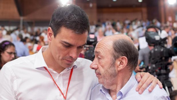 Sánchez y Rubalcaba en el Congreso socialista de 2014