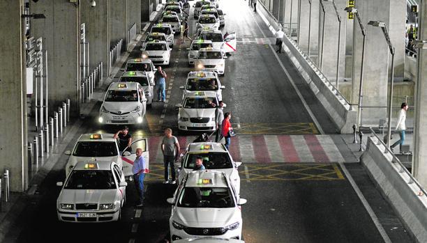 Los políticos coincidieron en que el taxi pasa por dificultades