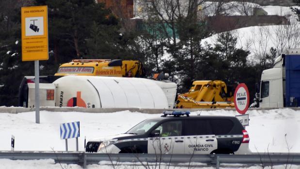 Camión volcado este pasado miércoles en la AP-6