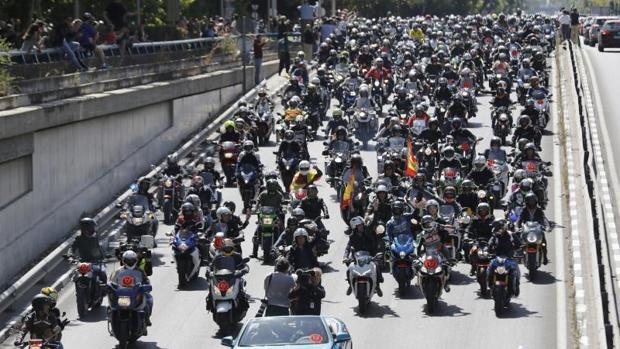 Concentración de motoristas en un homenaje a Ángel Nieto