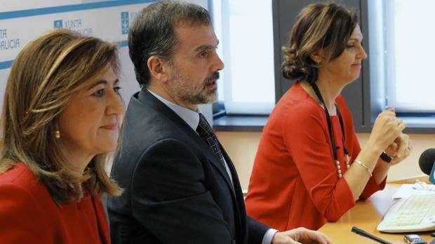 Marisa López, Jorge Aboal y Encarnación Bouzas, durante la presentación