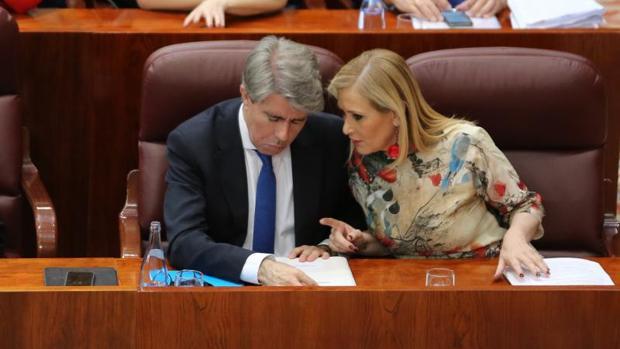 Ángel Garrido y Cristina Cifuentes, en la Asamblea de Madrid