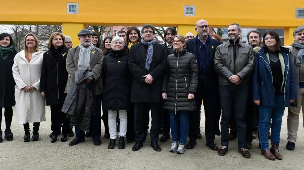Puigdemont reunido ayer con los diputados electos de JpC en Bruselas