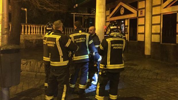 Los bomberos acudieron a la discoteca a rescatar a las personas atrapadas