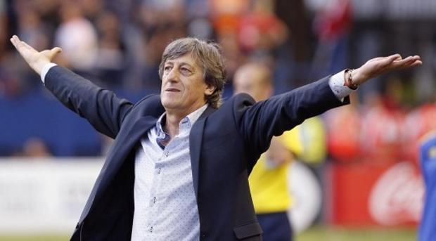 El entrenador Enrique Martín cogió al «Alba» penúltimo y ahora está en la mitad de la tabla