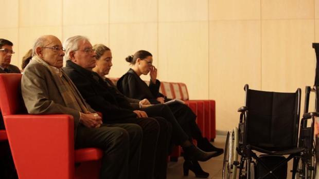 El expresidente del Palau de la Música, Félix Millet (i), junto al exdirector administrativo, Jordi Montull (2I),