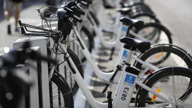 Bicicletas en una estación de Bicimad
