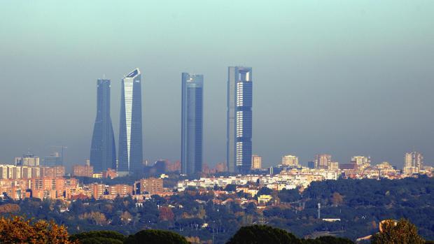 Las cuatro torres entre la boina de contaminación