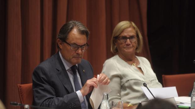Núria de Gispert, junto a Artur Mas cuando ella era presidenta del Parlament y él de la Generalitat